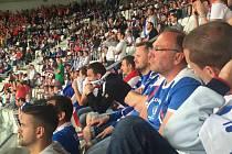 Fanoušci fotbalistů Slovenska během zápasu s Walesem.
