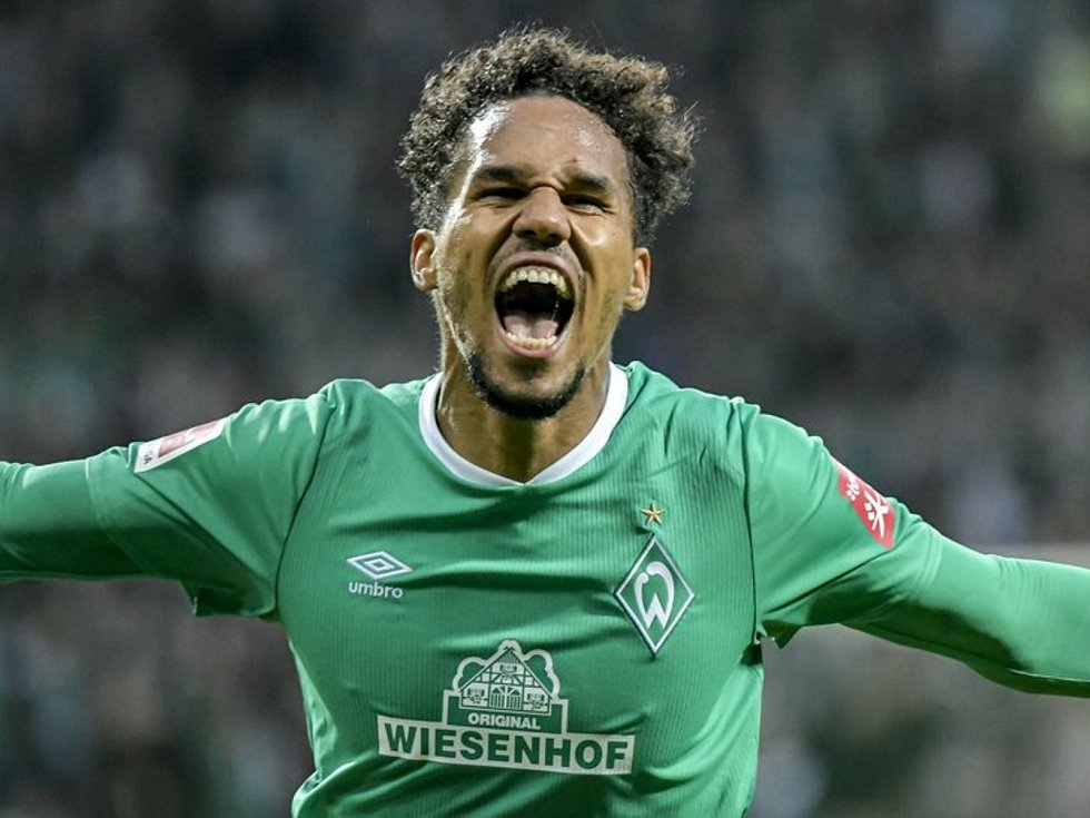 Fotbalista Brém Theodor Gebre Selassie se raduje z gólu v utkání německé ligy.