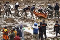 Nejméně 18 mrtvých a devadesát pohřešovaných si vyžádal sesuv půdy způsobený přívalovými dešti na indonéském ostrově Jáva. Ilustrační foto.