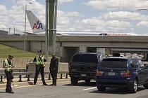 Newyorské letiště JFK bylo dnes krátce uzavařeno, poté co se našel podezřelý balíček.
