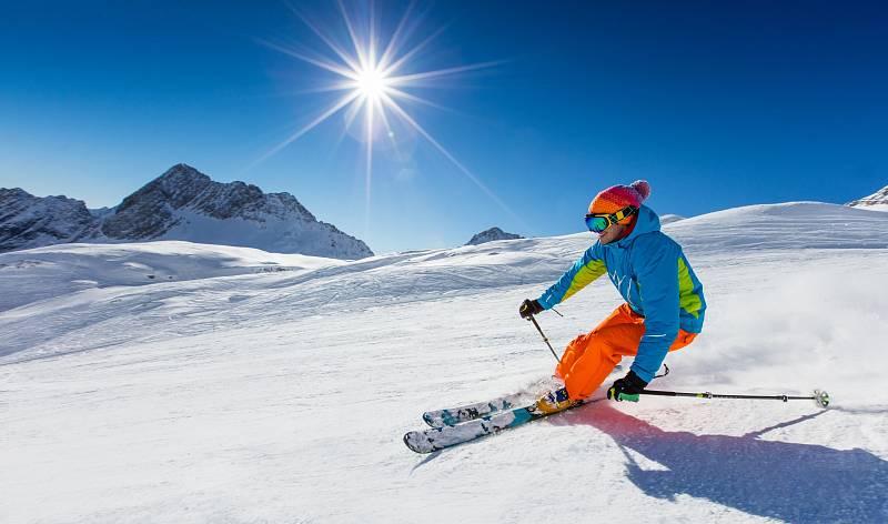 Kdo se rozhodne, že vezme svou lyžařskou kariéru opravdu vážně, měl by začít u vybavení. Na dobře vykrojený oblouk je potřeba mít kvalitní lyže.