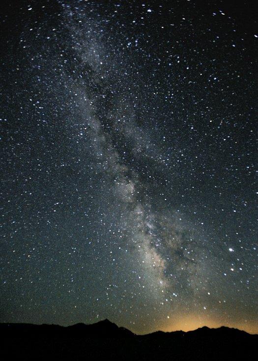 Fotografie Mléčné dráhy na noční obloze nad americkou Nevadou.