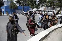 Bojovníci Tálibánu v afghánské metropoli Kábulu