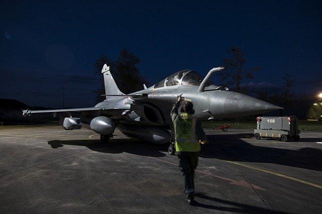 Francouzské armádní letectvo se chystá na útok v Sýrii.