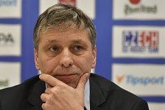 Hlavní trenér českého týmu Josef Jandač