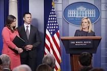 Mluvčí Bílého domu Sarah Sandersová a šéf celního a pohraničního úřadu Kevin McAleenan.