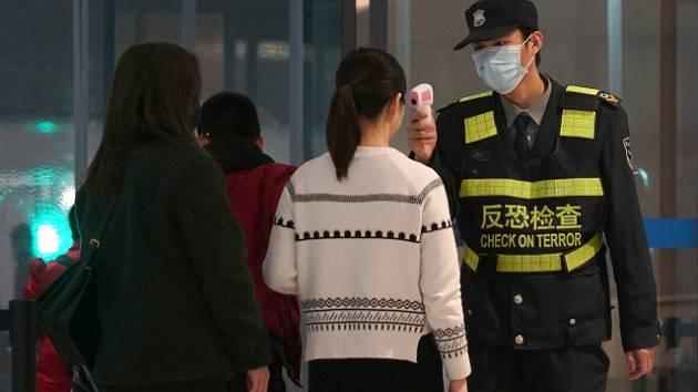 Kontroly na letišti ve Wu-chanu