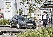 Škoda Auto spolupracuje s izraelskými firmami na vývoji nových technologií. Vývojové centrum Škoda DigiLab, které sídlí v Praze a je dceřinou společností mladoboleslavské automobilky, má zhruba půl roku pobočku přímo v Izraeli.