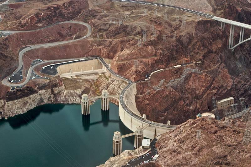 Hooverova přehrada, USA.