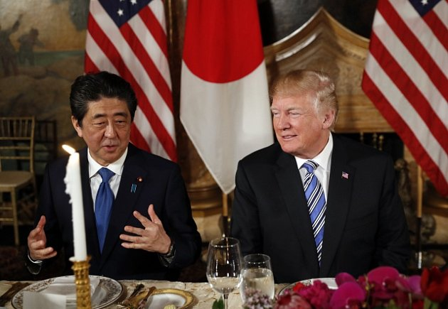 Americký prezident Donald Trump a japonský prezident Šinzó Abe