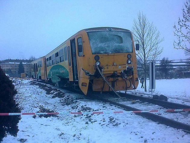 Na nádraží ve Vodňanech se ráno srazily osobní a nákladní vlak. Při nehodě zahynula osmašedesátiletá cestující, 12 lidí bylo zraněno.