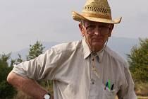 Český archeolog Jan Bouzek na archivním snímku