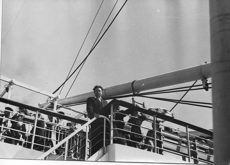 Promenádní paluba parníku Admiral Nachimov