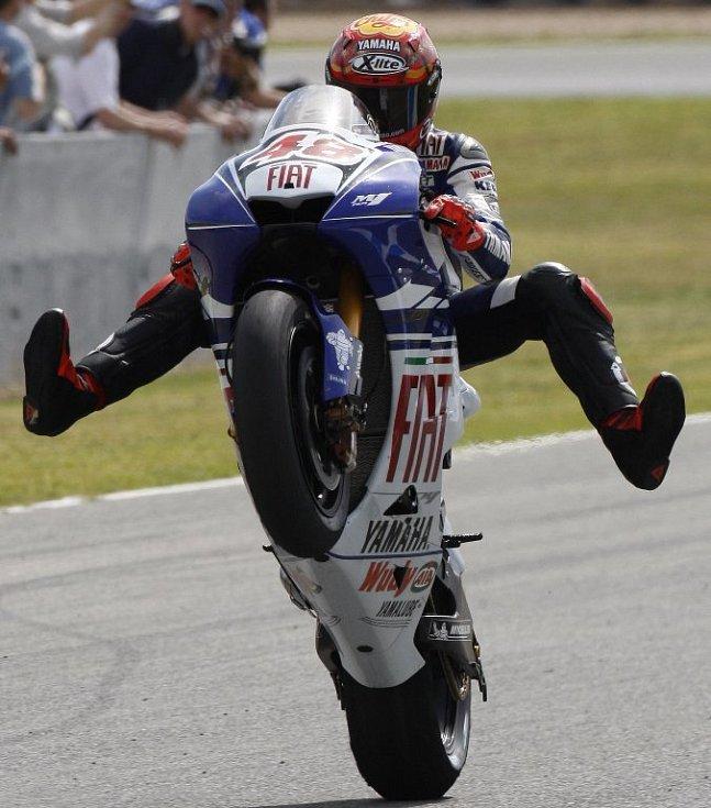 Radost domácího Jorge Lorenza ze zisku pole position.