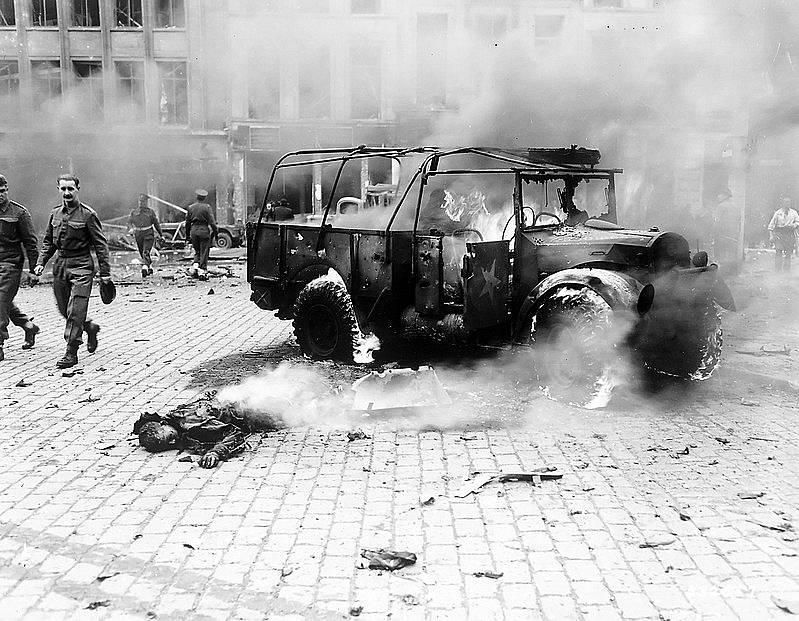 Rakety V2 dopadaly na různé místa v Evropě. Když jedna dopadla 27. listopadu 1944 na náměstí v Antverpách, zabila 126 lidí, z toho 26 amerických vojáků.