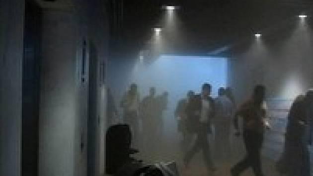 Osm lidí zahynulo při výbuchu nálože v restauraci iráckého parlamentu.