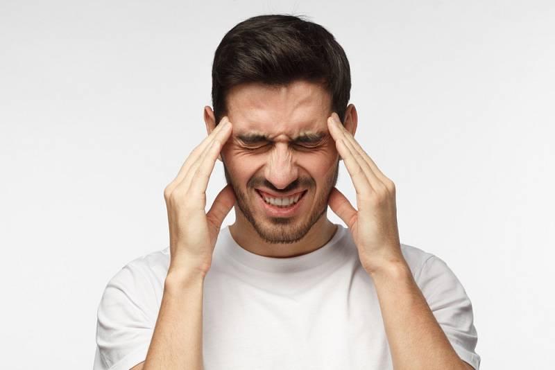 Bolest hlavy a migrény trápí mnoho lidí.
