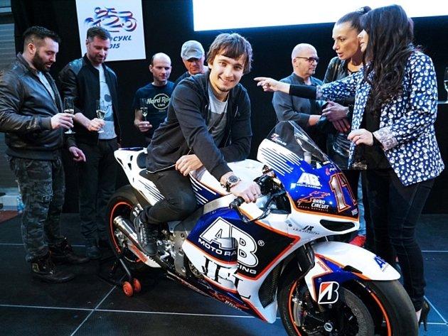 Karel Abraham se svým strojem pro aktuální sezonu MotoGP.