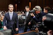 Mark Zuckerberg při slyšení ve Washingtonu