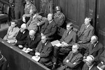 Ve své době bezprecedentním soudním řízením, při němž se světová veřejnost poprvé dozvěděla o obludných rozměrech nacistických zvěrstev.