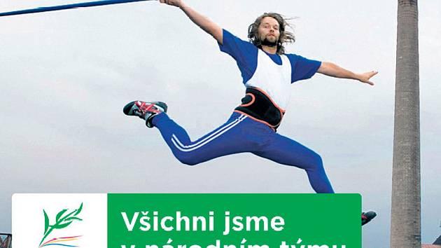 Richard Krajčo skáče s oštěpem nad Ostravou