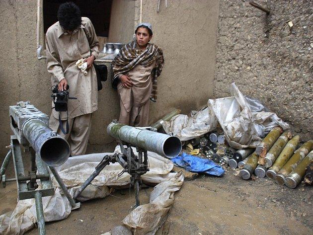 Chlapci z pákistánského kmenového území, ovládaného hnutím Tálibán.