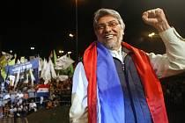 """""""Biskup chudých"""" Fernando Lugo se prohlašuje za nestraníka, přesto jej nominovala koalice levicových uskupení."""