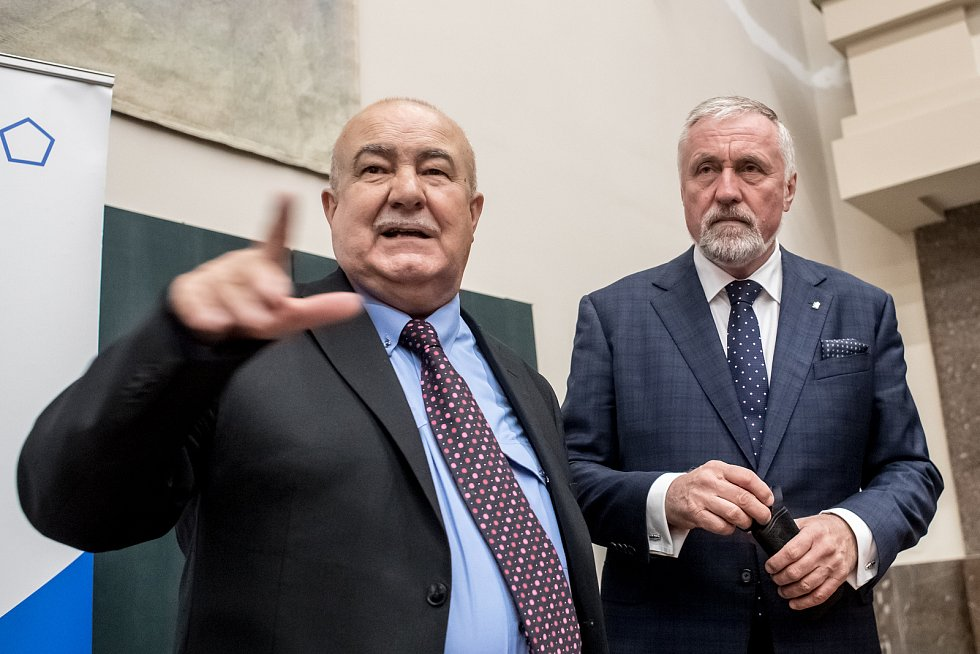 Debata s prezidentskými kandidáty proběhla 8. listopadu v Praze na Právnické fakultě. Petr Hannig, Mirek Topolánek