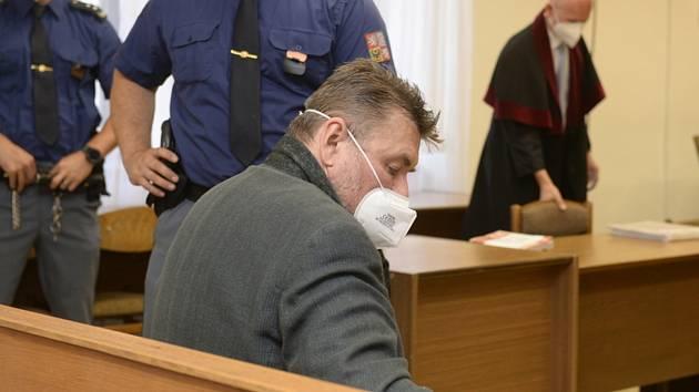 Jaromír Prokop čeká 27. července 2021 na začátek jednání středočeského krajského soudu v Praze
