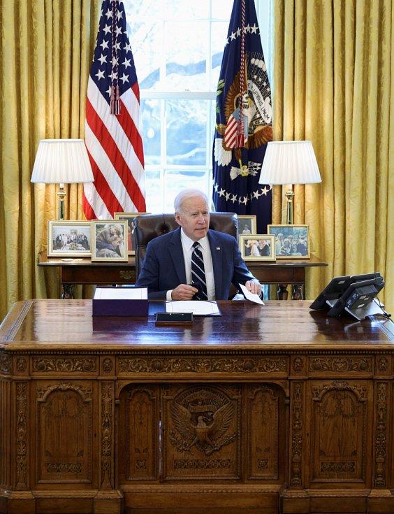 Zatím posledním prezidentem, který k historickému kusu nábytku zasedl, je Joe Biden.
