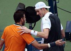 Dva tenisoví dlouháni: Juan Martín del Potro (vlevo) a John Isner.