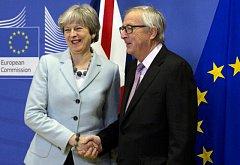 Jean-Claude Juncker a Theresa Mayová