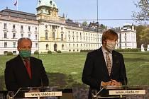 Ministr zdravotnictví Adam Vojtěch (vpravo) a jeho náměstek Roman Prymula.