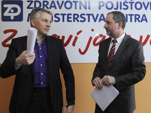 Zleva Zdeněk Schwarz a generální ředitel Zdravotní pojišťovny ministerstva vnitra ČR Jaromír Gajdáček.