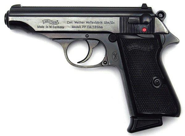 K vraždění používal pistoli Waltherráže 7,65 mm