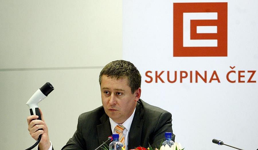 Skupina ČEZ představila na tiskové konferenci 30. listopadu v Praze svoji první dobíjecí stanici pro elektromobily.  Na snímku Tomáš Chmelík, manažer útvaru čisté energie.