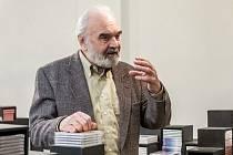 Zdeněk Svěrák. Populární herec napsal knihu Město spí pro děti od 4 let.
