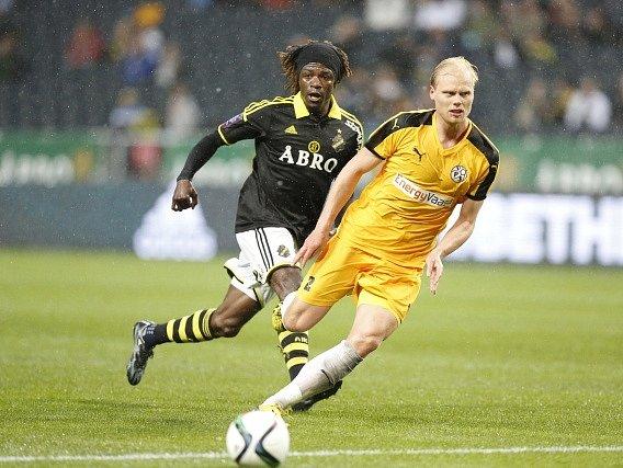 AIK Stockholm porazilo Vaasu. Na snímku Mohamed Bangura (vepředu)