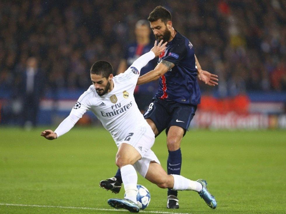 Isco z Realu Madrid (vlevo) a Thiago Motta z Paris St. Germain.