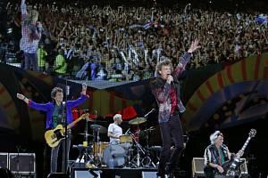 Rolling Stones při koncertě v Havaně.