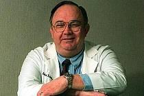 Ve Spojených státech zemřel ve věku 68 let Henry Edward Roberts, známý více jako Ed Roberts, tvůrce prvního komerčně úspěšného počítače na světě.
