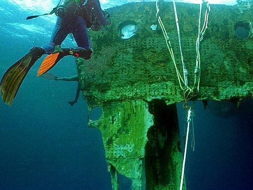 Potapěč s částí trupu Titanicu. Ilustrační foto