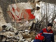 Trosky havarovaného letadla po havárii ve Smolensku