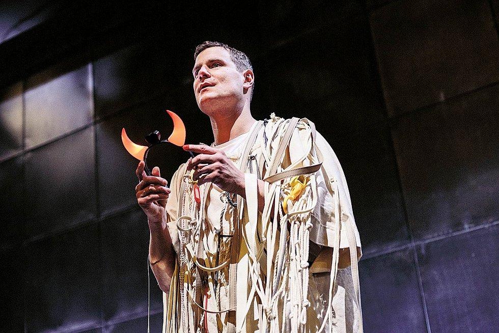Ve hře Faust. Ondřeje Veselého můžete vidět v Divadle pod Palmovkou