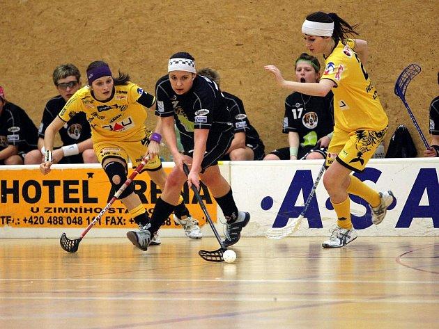 Florbalistky Herbadent SJM (ve žlutém) Prestige Liberec - ilustrační foto.