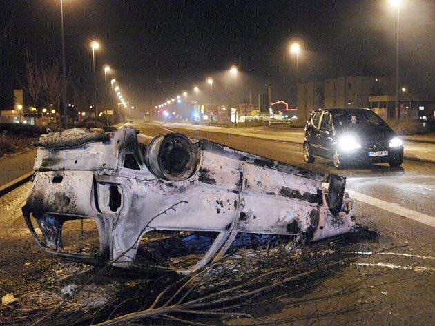 Smrt dvou mladíků vyvolala v Paříži nepokoje.