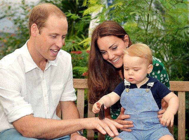 Princ George se svými rodiči