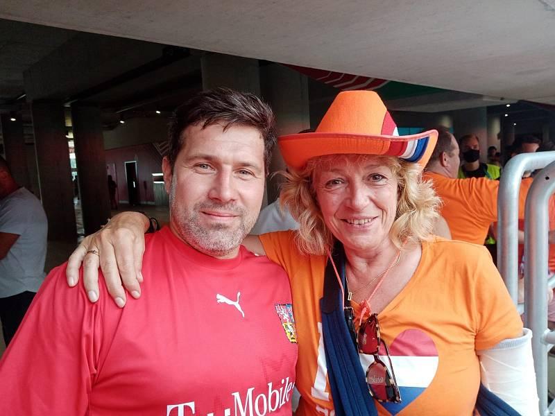 Na stadionu vládla mezi fanoušky přátelská atmosféra.
