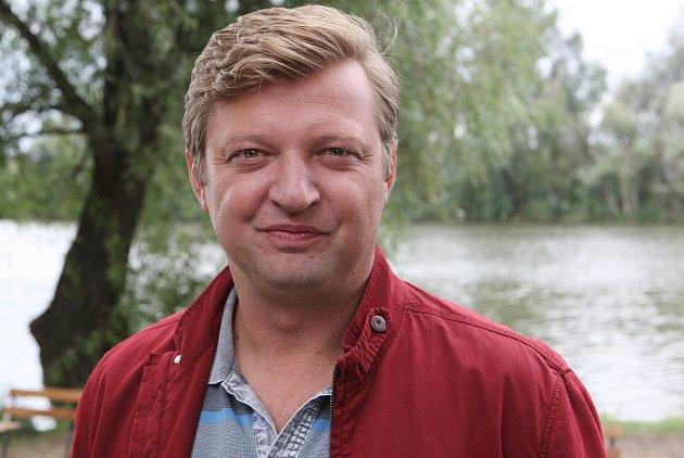 Bez covidu by šel herec Michal Isteník srodinou do restaurace,