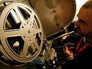 Záběr z dotáčky scény ve filmu Lidice - atentát točili na Praze 4.